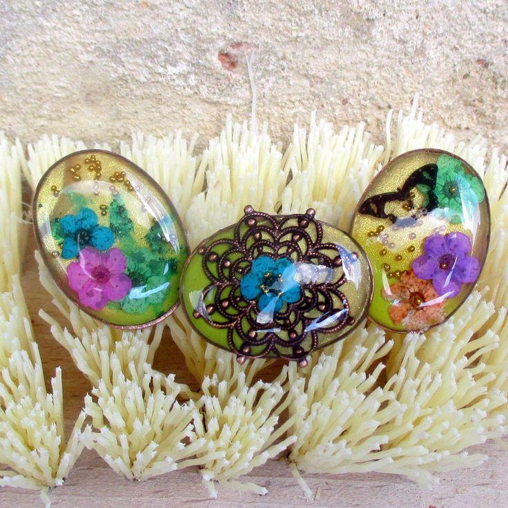 """Prsteny pro trojčata Prsteny jsou vyrobeny technikou """" mixed media """". Na kovový prstýnkový základ v měděné barvě jsou vrstveny různé materiály a tvoří tak prostorový efekt. velikost je univerzální - nastavitelná cena za 1 kus, do poznámky napište který"""