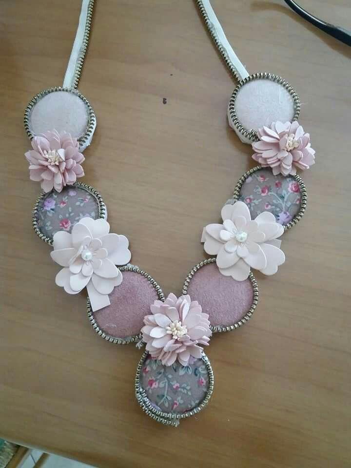collana realizzata con bottoni