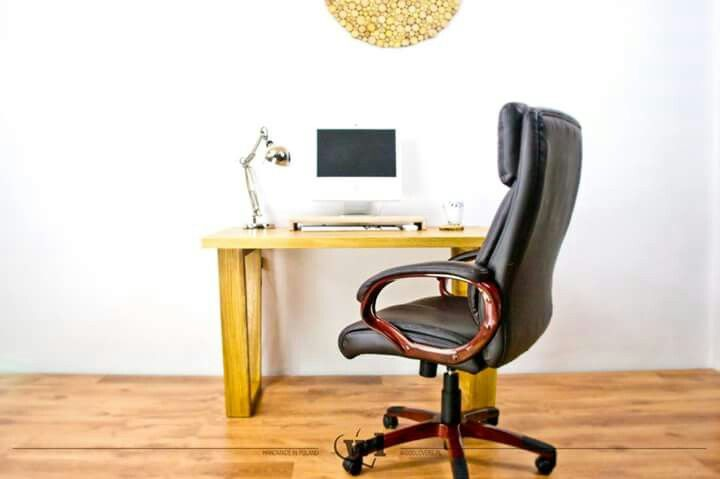 Another product just from the photo session. This time a desk made of solid #oak. Unique V-shaped legs are also made of solid oak. Whole desk is quite heavy and stable. Soon in the shop :) --- Kolejny produkt prosto z sesji zdjęciowej. Tym razem biurko wykonane z litego dębu. Unikalne nogi w kształcie litery V są także wykonane z litego drewna dębowego. Całe biurko jest dość ciężkie i stabilne. Wkrótce w sklepie :)