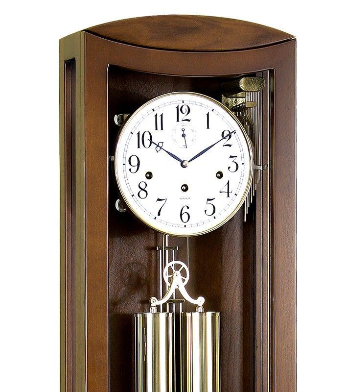 Klasyczny zegar wiszący pasujący do każdego wnętrza.