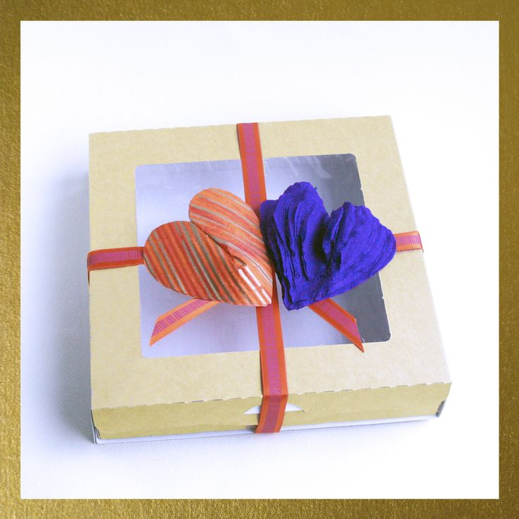 """Почему, украшения марки RV приятно приобретать самому и дарить в подарок?💝🎁❤️ Если вы покупаете бижутерию марки RV, вы получаете ее в фирменной коробке 🎁с прозрачным окошком. Это позволит вам рассмотреть изделие при доставке даже не открывая коробку. Прозрачное окошко также удобно для хранения - вы всегда увидите, что лежит в коробке. Изделие в коробке помещается на """"подушку"""" из нежной бумаги тишью. Если же вы хотите преподнести украшение в подарок 🎁и сделать при этом сюрприз 💝, то…"""