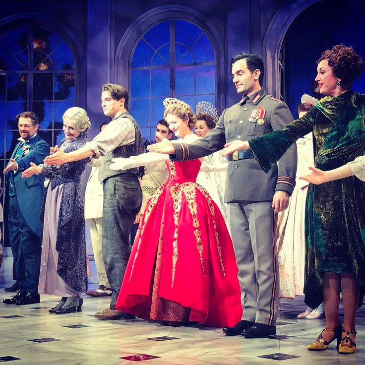 The very talented cast of @anastasiabway!