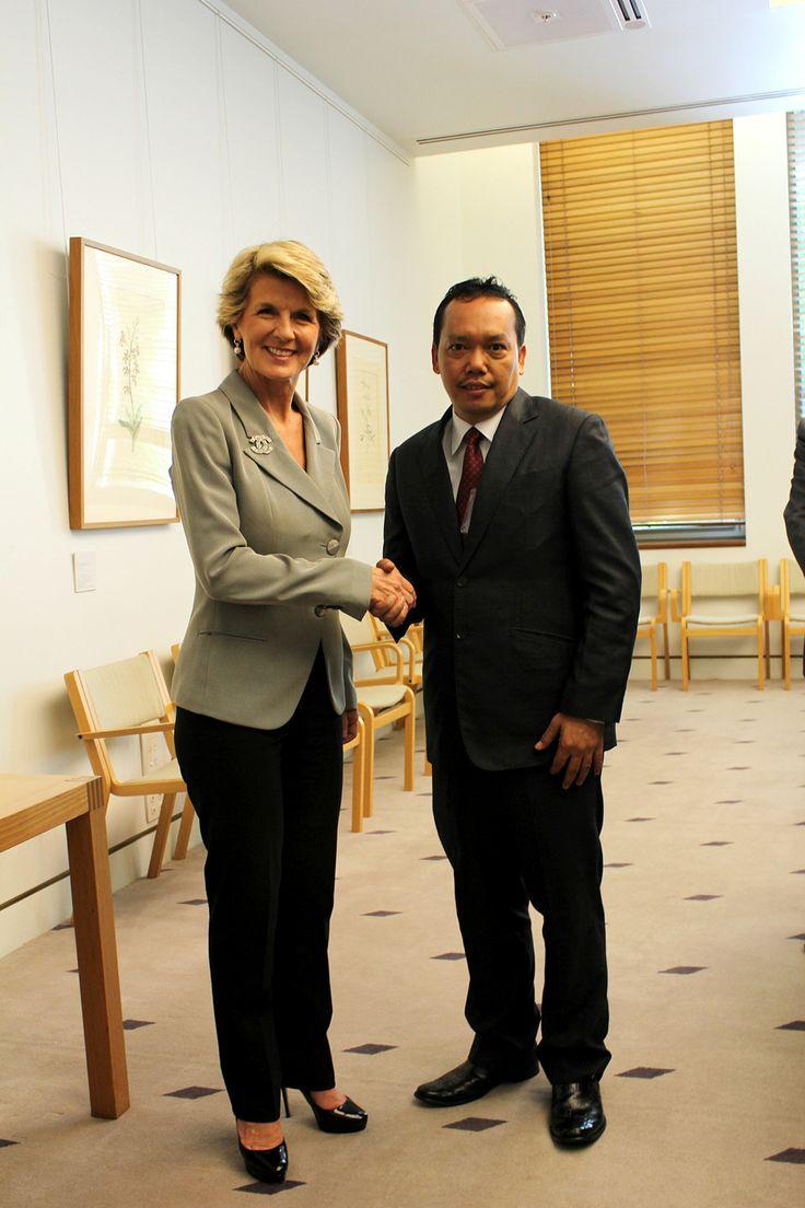 Wakil Ketua Komisi I DPR-RI Drs Ramadhan Pohan MIS bersama Menteri Luar Negeri Australia Julie Bishop di sela-sela kujungan kerja (Kunker) Komisi I DPR-RI ke Australia, Selasa (5/11/13).