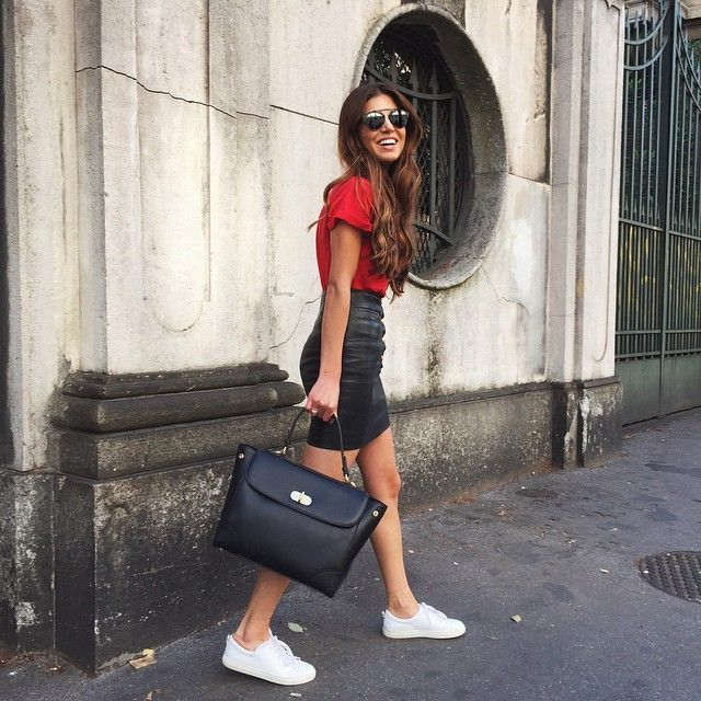 Running around in Milan during #MFW and  I couldn't be happier with this sleek and perfectly sized #Tiffinbag. @RalphLauren #neginmilan