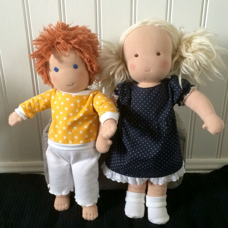Voilà! Let me introduce my latest dolls Kim and Tilly. They are made from a classic Waldorf doll pattern.