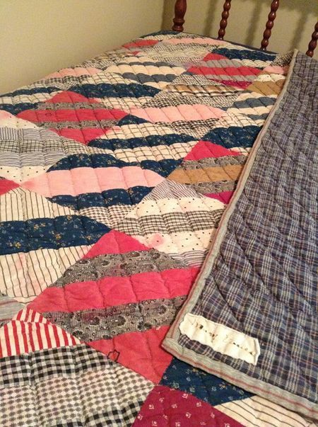 from 24blocks.com beautiful vintage quilt 382572_10201311458211825_672665737_n: