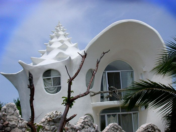 This unusual building was designed by architect named Octavio Ocampo and built in a lovely island of Mujeres in Mexico. The house is said to be the most outstanding and original house on the island. Surrounded by Caribbean Ocean it gives you an unique opportunity to experience what it's like living in a Sea Shell.