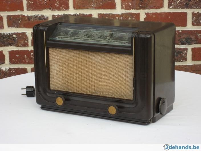 Antieke radio uit Grootmoeders Tijd