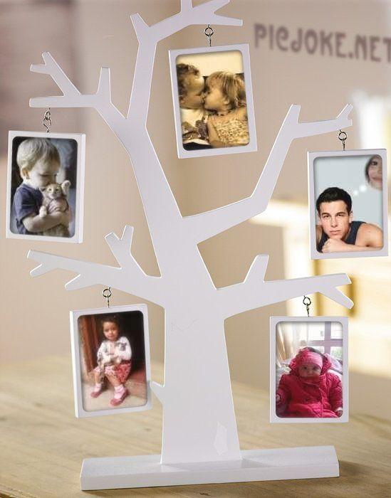 Fotomontaje en un árbol de marco para fotos familiar