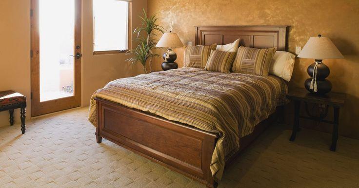 Elementos de una cama. Las camas están fabricadas por una serie de componentes, sin importar el estilo y la variedad que escojas. En muchos casos, las diferentes partes de tu cama se pueden cambiar para darle una nueva imagen a tu cama sin el costo de comprarte una nueva. Todas las camas incluyen un colchón y un marco y la mayoría además incluyen un respaldo y un pie de ...