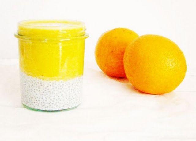 Słoneczny deser z nasionami chia z musem pomarańczowym