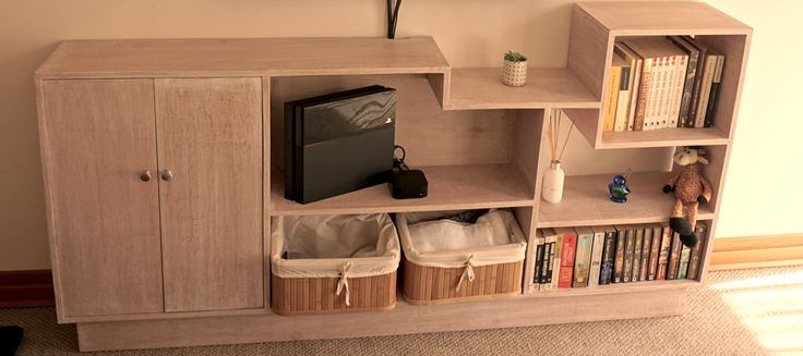 Mueble para el televisor. Revísalo en  http://canibal.design/blog/2016/4/bajo-el-televisor