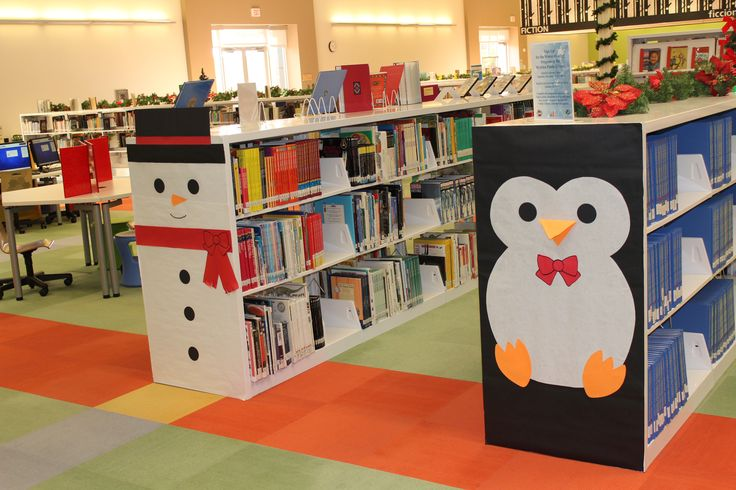 Decorate the end of your bookshelves for holidays ... How fun!