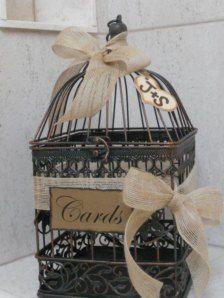 Une cage à oiseaux décorée et personnalisée