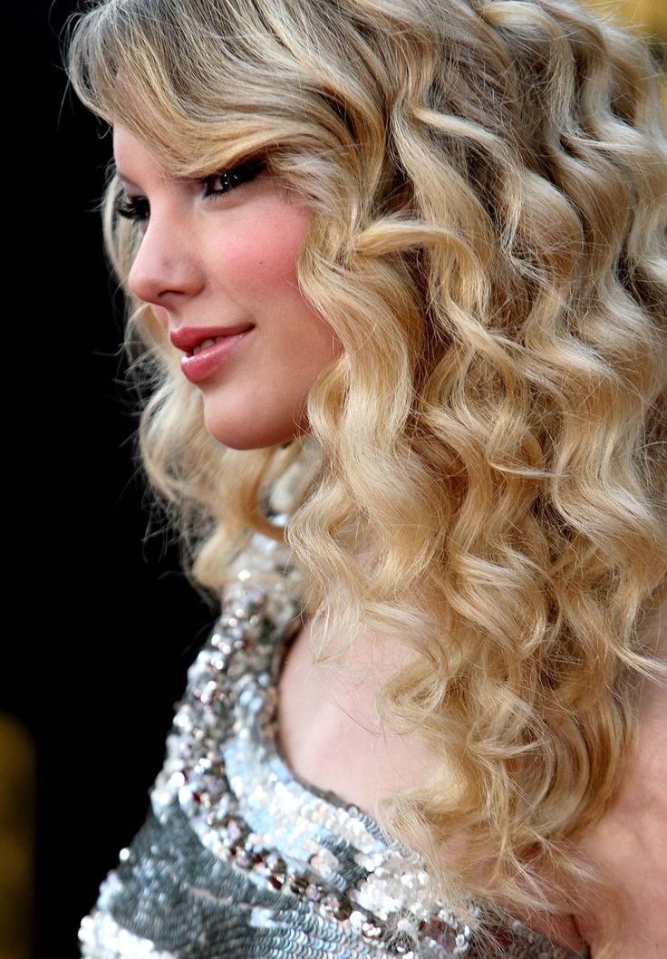 Taylor Swift and her flawless curls. See more #wedding beauty looks: http://ccwed.me/Izo9HA