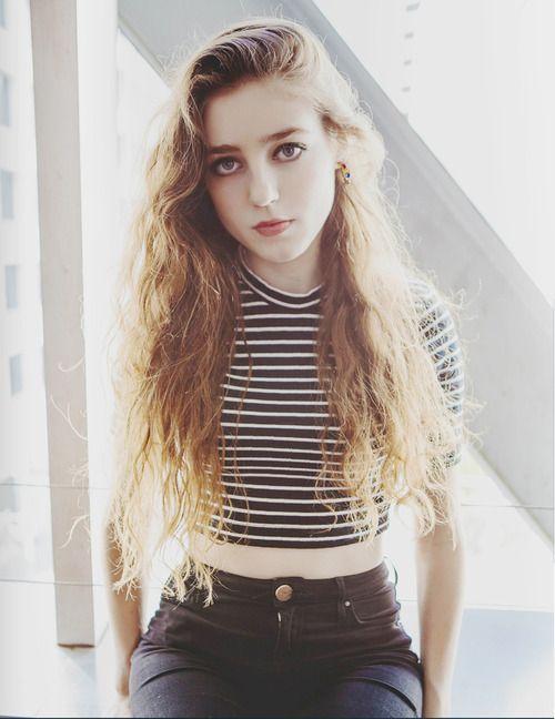 Elle est une chanteuse qui s'appelle Birdy. Elle est une très bonne chanteuse et j'ai beaucoup de sa musique. Je veut à sa recontrer.