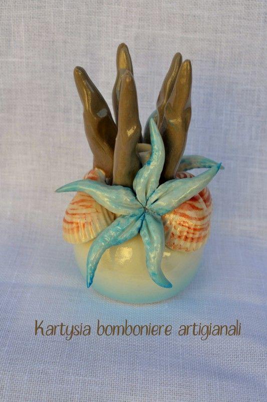 Diffusore in porcellana di Capodimonte, con soggetti marini. Realizzato a mano da bravissimi ceramisti.