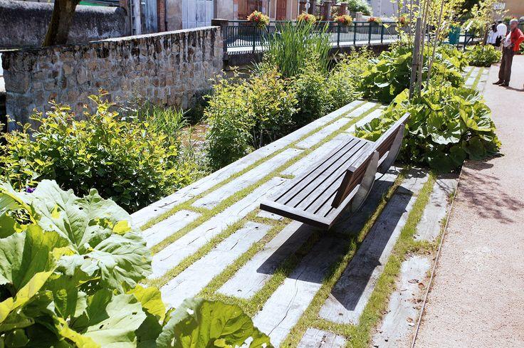 À CHÂTELDON (63) 2004/2008 Maîtrise d'ouvrage : Commune de Châteldon Équipe : ATELIER CAP PAYSAGE URBANISME mandataire 1er prix de l'aménagement urbain ou