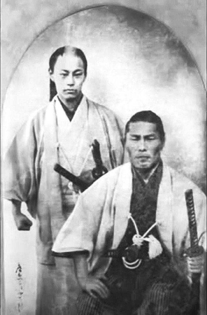 Kondo IsamI (right) and Soji Okita (left) of the Shinsengumi 1866? 新撰組の近藤勇と沖田総司とされる写真。