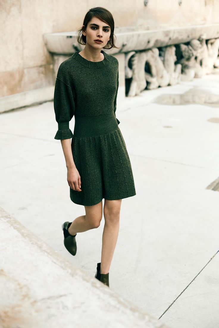 Sonia by Sonia Rykiel Pre-Fall 2015 -- green dress & boots #style #fashion bota chelsea