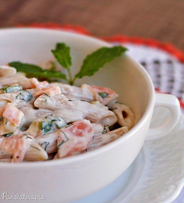 PANELATERAPIA - Blog de Culinária, Gastronomia e Receitas: Salada Integral com Salmão e Abobrinha
