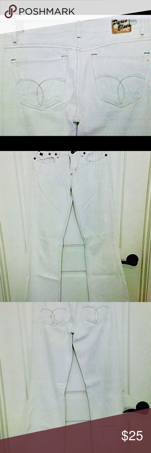 """🎉Winter White Boot Cut Jeans by Paris Blues 4Fall ⭐️Great Paris Blues Boot Cut Winter White Jeans Very On-Trend for Fall! Size 5, 32"""" inseam. Very figure flattering! Don't pass up this DEAL, it won't last - these jeans are awesome! Very nice, gently used condition! 😊Smoke-Free Home 👍 Great Posh Customer Feedback & Fast Shipping❤️ Shop w/ Confidence @jhp511 ⭐️⭐️⭐️⭐️⭐️ Paris Blues Jeans Boot Cut"""