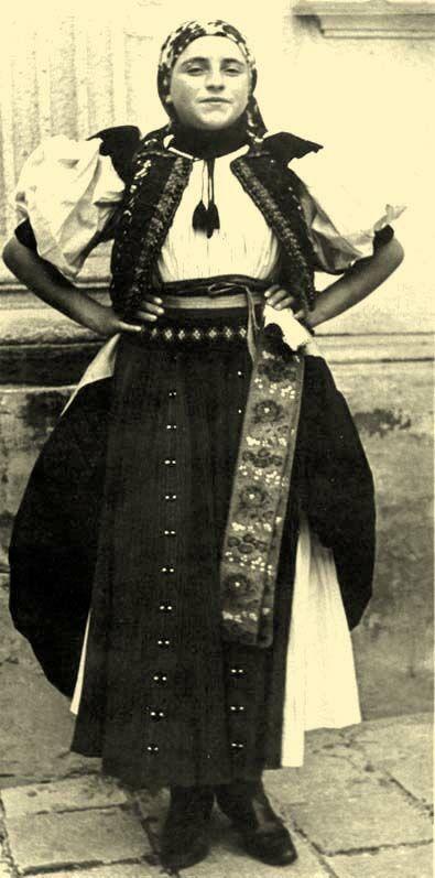 Young wife from the district of Kalotaszeg  Kalotaszeg, former Kolozs County