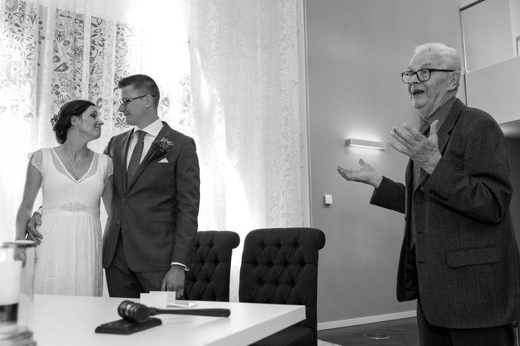 Een wijs woord van opa  . . . . . . #trouwen #Lelystad #bruidspaar #huwelijk #trouwfotograaf #bruidsfotograf #bruidsfotografie #trouwfotografie #trouwfotograaf4you #Overijssel # Flevoland #bruid #opa #ceremonie #ceremony #wedding #grandfather