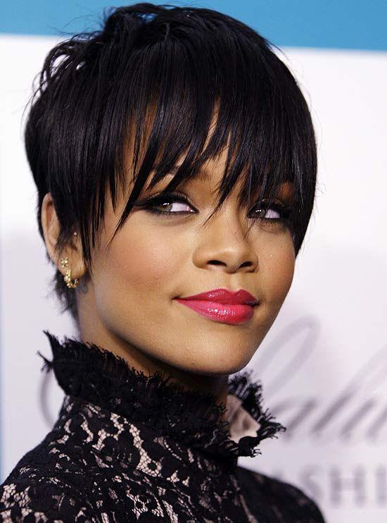 Image detail for -A cantora Rihanna apareceu em público, ontem, em Los Angeles, exibindo seu novo visual. Ela esteve em um desfile de moda. O cabelo está mais curtinho em relação ...