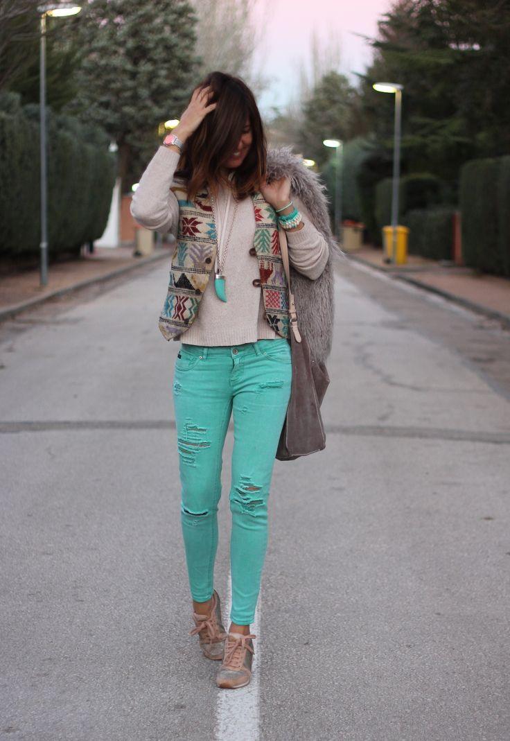 Les 25 meilleures id es de la cat gorie tenue pantalon for Quelle couleur avec du bleu turquoise