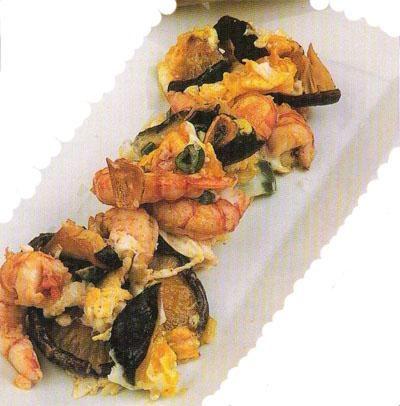 Aprende a preparar setas con gambas con esta rica y fácil receta. Se fríen los ajos en aceite y se añaden las setas (de cardo o de paja), se añade las gambas, sal,...