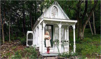 Uma Minúscula Casa de Campo Vitoriana - A Tiny Victorian Cottage