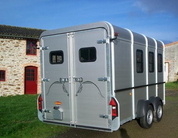 belle remorque pour cheval remorque cheval pour plus d 39 infos http remorques. Black Bedroom Furniture Sets. Home Design Ideas