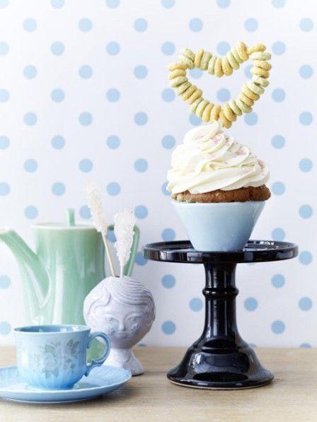 Ob für den Kindergeburtstag, eine Babyparty oder als süßes Mitbringsel für die beste Freundin - diese Cupcake Deko ist super süß und einfach nachzumachen.