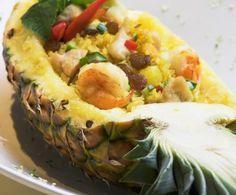 Gustoso riso thailandese in cui il gusto dolce dell'ananas viene bilanciato perfettamente dal sapore carico delle spezie che vanno a fondersi in modo magnifico con i gamberetti.