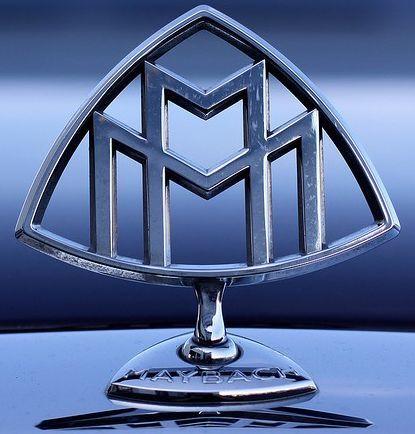 Если вы хотите знать все эмблемы автомобилей с названиями, то в этой статье вы сможете увидеть их и понять, сколько всего автомобильных значков в мире существует и как они выглядят.