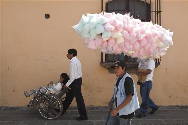 Martin Parr, Antigua, A candy floss seller, 2003