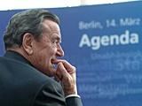 Gerhard Schröder mit dem Schriftzug 'Agenda', Maurizio Gambarini/dpa