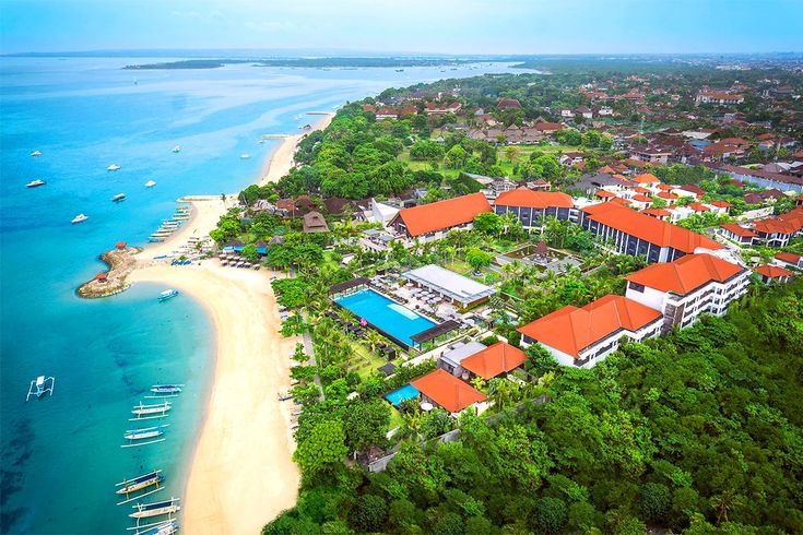Sanur Beach-The beach offers calm waves and a beautiful view of the sun issuance . The layout of this beach , in the village of Sanur is located in the eastern part of the city of Denpasar .