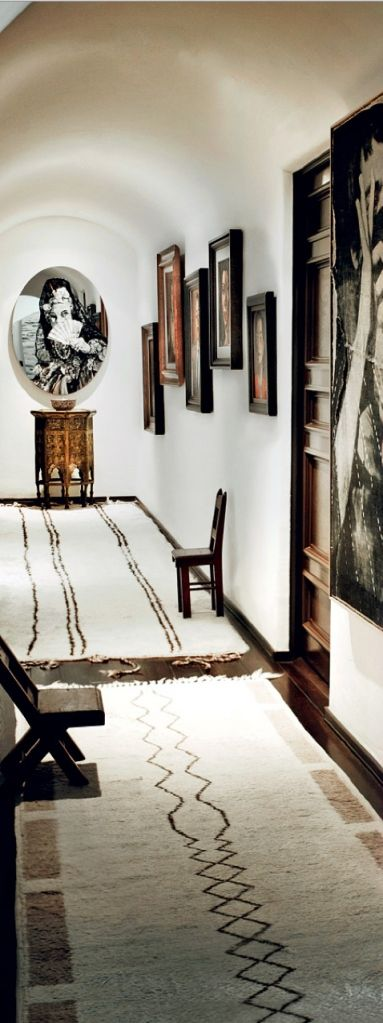 Mario Testino's LA pad recently featured in US Vogue.  http://www.vogue.com/magazine/article/mario-testino-royale-a-look-inside-the-photographers-los-angeles-home/#1