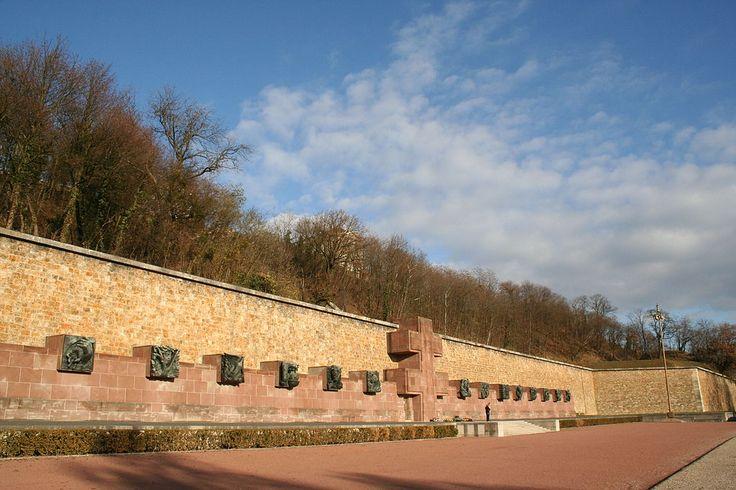 Mémorial de la France Combattante, Le Mont-Valérien - Suresnes - France - 2005 - Mont Valérien — Wikipédia