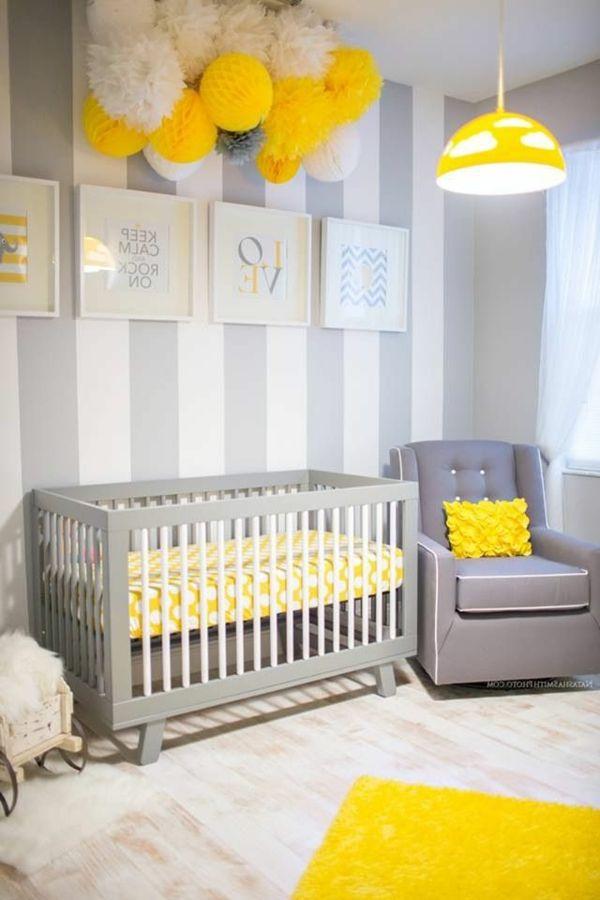 schön eingerichtetes Babyzimmer in Grau und Gelb