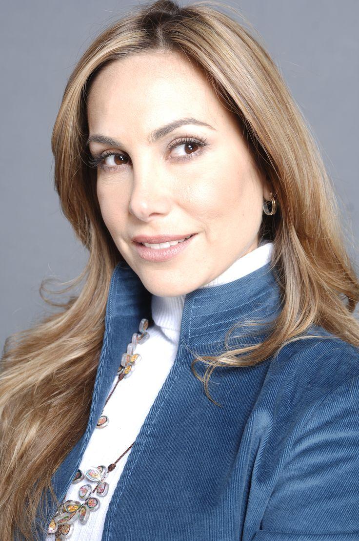 Foto de la actriz Natalia Streignard en La Tormenta