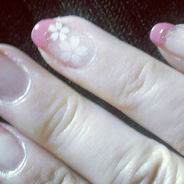 セルフジェルネイル 桜🌸モチーフを乗せて  #ジェルネイル #ネイル #セルフネイル #桜モチーフ #桜 #フューチャーラボ #シャイングロスネイル