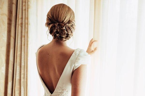 Creando vestidos de novia a medida, trajes de novia únicos y artesanales. Con una amplia selección de detalles. Estamos en Castelló 46, Madrid.
