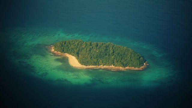 Deze video geeft je meteen zin om je koffers te pakken en naar één of ander eiland in Maleisië te vliegen. De video werd gemaakt door Arthur Inamov.  http://www.zuidoostaziemagazine.com/het-leven-op-een-eiland-in-maleisie/#