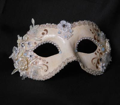 "Colmbina ""Sposa"" con pizzo. Colore bianco.  Colombina ""Bride"" mask  Hand-made papier-mâché mask decorated with fabric, velvet,  brocade fabric, Swarovski and plume."
