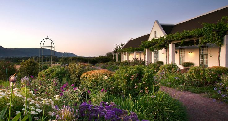 Everybody knows (and loves) Franschhoek and Stellenbosch's soigné scene… But, how many of Paarl's pearls have you experienced (lately)?