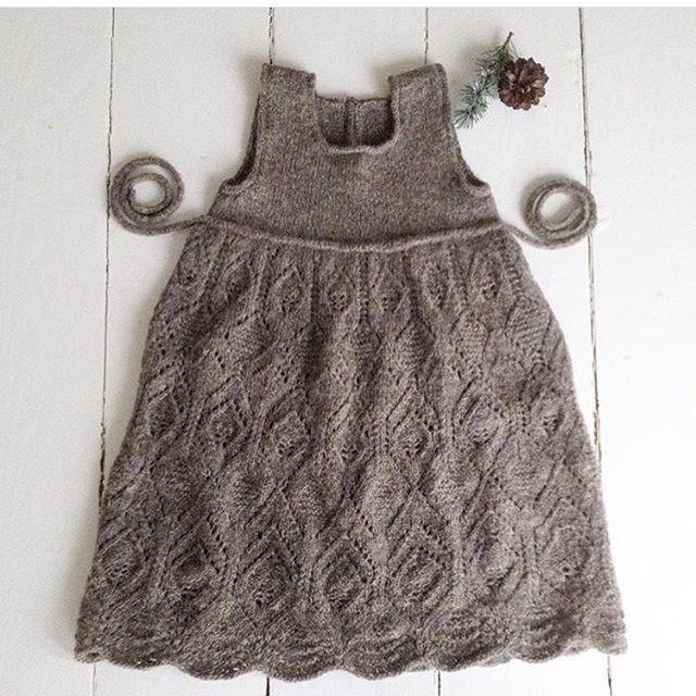 Årets julekjole (til Sif altså ) jeg elsker den!  @knittingforsif #pigestrik #strik #knit #knitting #knittersofinstagram #knitforkids #jul