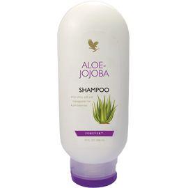 ALOE JOJOBA SHAMPOO Unendo le benefiche qualità dell'Aloe Vera con quelle dell'olio naturale di jojoba, l'Aloe Jojoba Shampoo, deterge, idrata e si prende cura anche dei capelli grassi. Questo delicato shampoo lascia i capelli puliti, lisci, morbidi in modo naturale, per una capigliatura sempre in ordine. Contenuto: 296 ml.